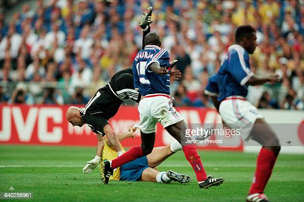 Goalkeeper Fabien Barthez of France keeps the ball away from Brazil's Ronaldo during the final of 1998 FIFA World Cup | Location Saint Denis France