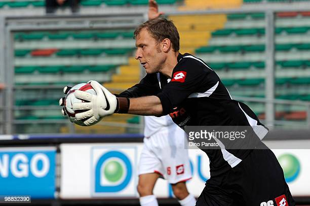 Goalkeeper Federico Agliardi of Padova in action during the Serie B match between Calcio Padova and US Sassuolo Calcio at Stadio Euganeo on May 1...