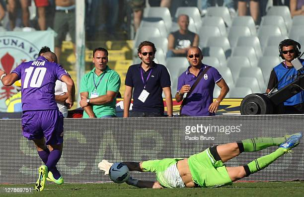 Goalkeeper Federico Marchetti of SS Lazio saves a shot at goal by Santiago Silva of ACF Fiorentina during the Serie A match between ACF Fiorentina...
