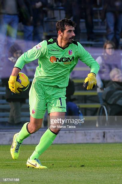 Goalkeeper Gianluca Curci of FC Bologna in action during the Serie A match between Atalanta BC and Bologna FC at Stadio Atleti Azzurri d'Italia on...