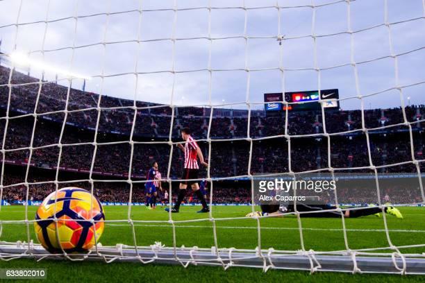 Goalkeeper Gorka Iraizoz of Athletic Club reacts after Aleix Vidal of FC Barcelona scored his team's third goal during the La Liga match between FC...