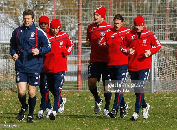 Goalkeeper Hans-Joerg Butt, Edson Braafheid, Danijel Pranjic, Luca Toni, Martin Demichelis and Anatolij Timoshchuk of Bayern Muenchen warm up during...