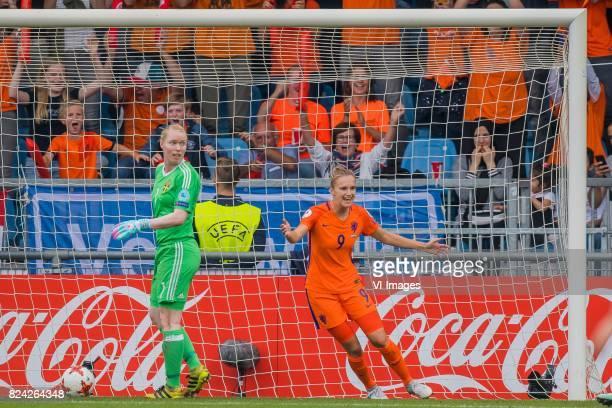 goalkeeper Hedvig Lindahl of Sweden women Vivianne Miedema of Holland Women during the UEFA WEURO 2017 quarter finale match between The Netherlands...