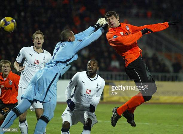 Goalkeeper Heurelho Gomes of Tottenham Hotspur FC fights for the ball with Oleksandr Gladkyy of FC Shakhtar as he scores during a UEFA Cup round 32...