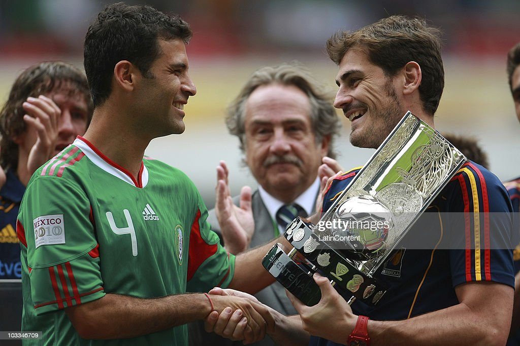 Goalkeeper Iker Casillas (R) of Spain receives the Bicentenario trophy from Rafael Marquez of Mexico prior to an International Friendly Match at Azteca stadium on August 11, 2010 in Mexico City.
