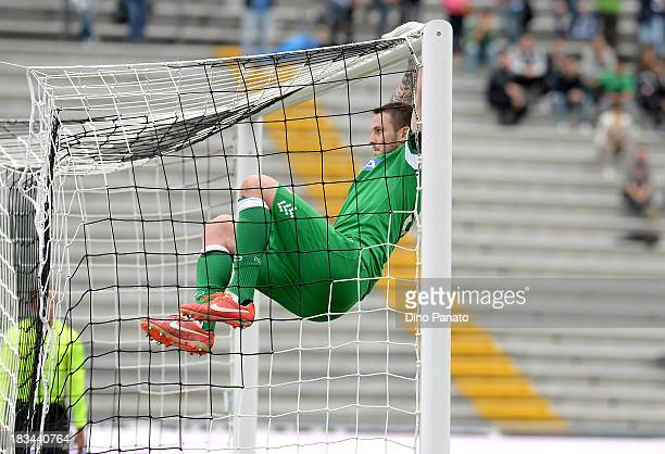 Goalkeeper Ivan Kelava celebrates victory after the Serie A match between Udinese Calcio and Cagliari Calcio at Stadio Friuli on October 6 2013 in...