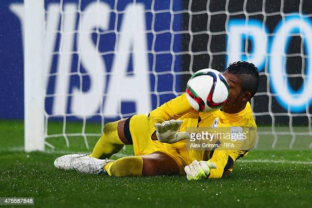 Goalkeeper Jaime de Gracia of Panama saves the second penalty from Markus Blutsch of Austria during the FIFA U20 World Cup New Zealand 2015 Group B...
