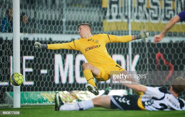 Goalkeeper Jesse Joronen of AC Horsens in action during the Danish Alka Superliga match between FC Midtjylland and AC Horsens at MCH Arena on October...