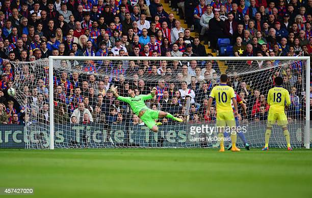 Goalkeeper Julian Speroni of Crystal Palace dives but fails to stop Oscar of Chelsea scoring their first goal from a free kick during the Barclays...
