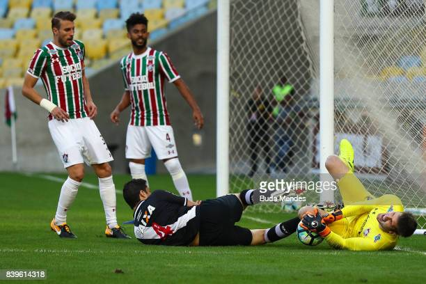 Goalkeeper Julio Cesar of Fluminense struggles for the ball with Anderson Martins of Vasco da Gama during a match between Fluminense and Vasco da...