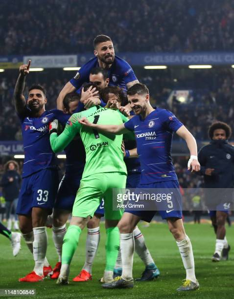 Goalkeeper Kepa Arrizabalaga and team mates of Chelsea celebrate after the UEFA Europa League Semi Final Second Leg match between Chelsea and...