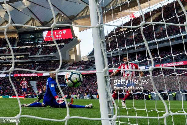 Goalkeeper Kepa Arrizabalaga Revuelta of Athletic Club de Bilbao reaches for the ball after an attempt at goal by Diego Costa of Atletico de Madrid...
