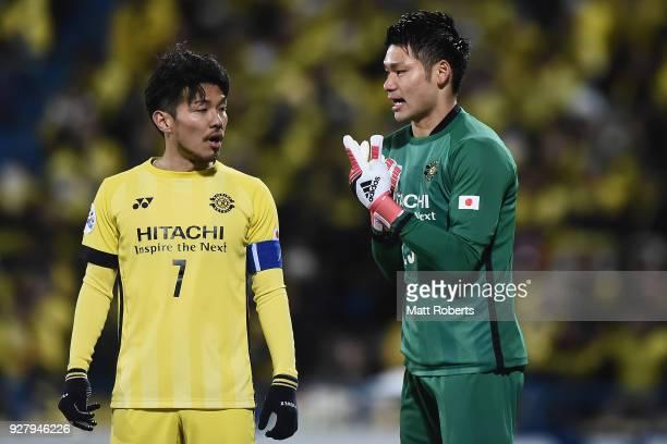 Goalkeeper Kosuke Nakamura of Kashiwa Reysol speaks with Hidekazu Otani of Kashiwa Reysol during the AFC Champions League Group E match between...