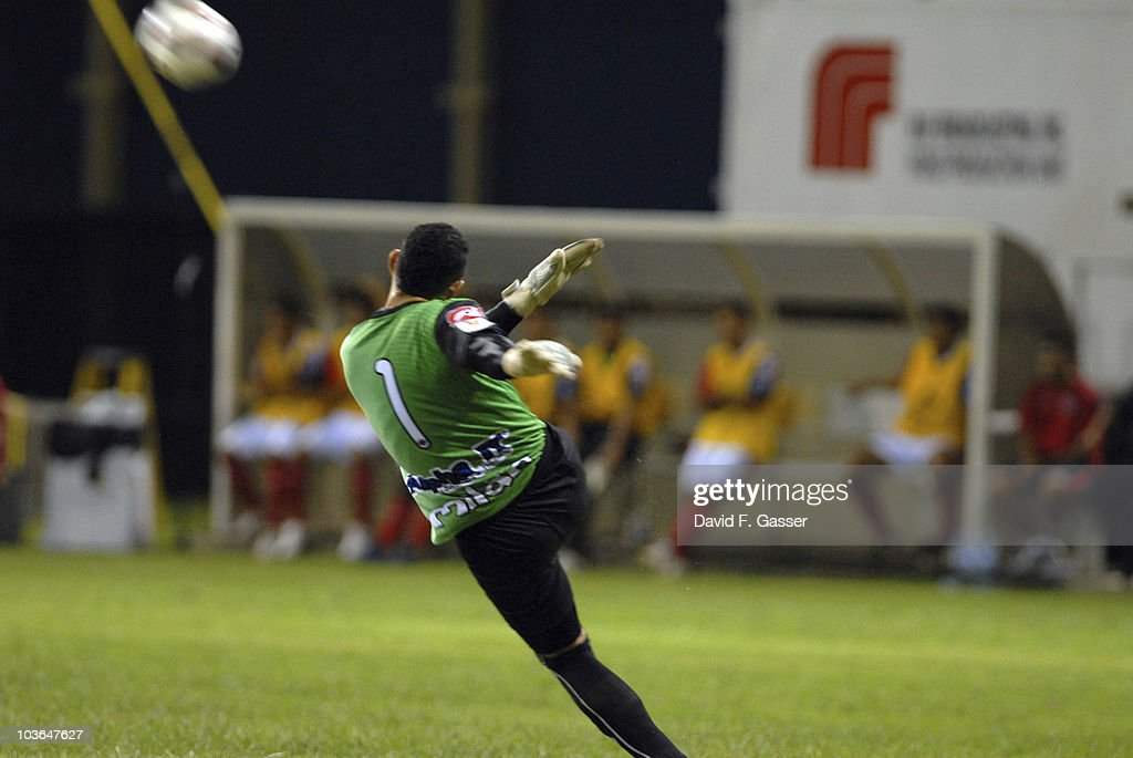 Goalkeeper Luis Contreras of FAS kicks the ball during the match against Islanders as part of 2010 CONCACAg Champions League at Juan Ramon Loubriel Stadium on August 25, 2010 in Baymon, Puerto Rico.