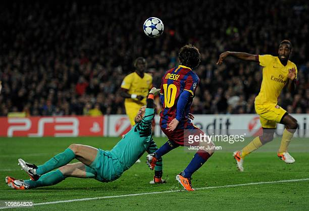 Goalkeeper Manuel Almunia of Arsenal fails to stop Lionel Messi of Barcelona from scoring the opening goal during the UEFA Champions League round of...