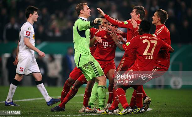 Goalkeeper Manuel Neuer of Muenchen celebrates with team mates after saving the last penalty of Halvard Nordtveit of Moenchengladbach during the DFB...