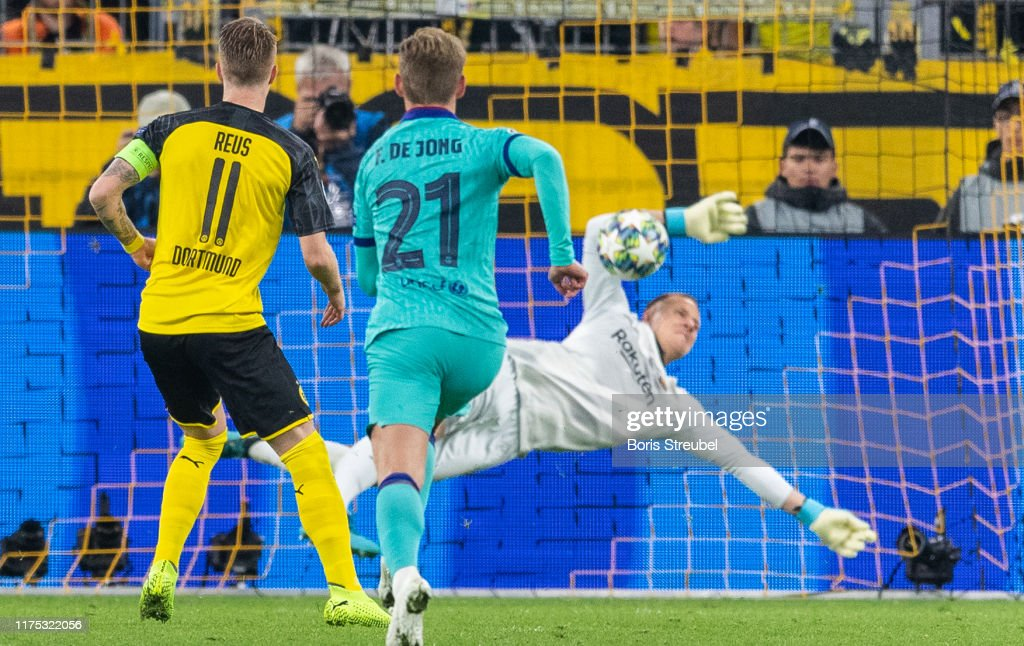 Borussia Dortmund v FC Barcelona: Group F - UEFA Champions League : News Photo