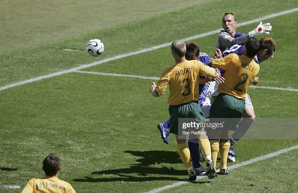 Group F Australia v Japan - World Cup 2006 : ニュース写真