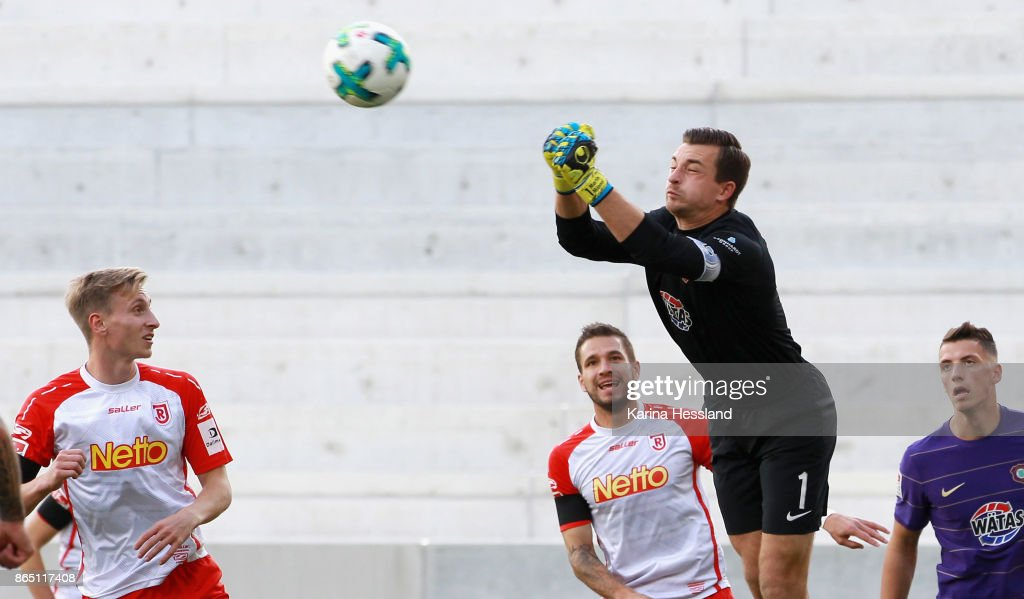 Goalkeeper Martin Maennel of Aue reacts during the Second Bundesliga match between FC Erzgebirge Aue and SSV Jahn Regensburg at Sparkassen-Erzgebirgsstadion on October 22, 2017 in Aue, Germany.