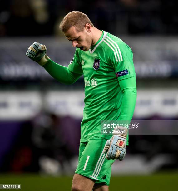 Goalkeeper Matz Sels of Anderlecht celebrates during the UEFA Champions League group B match between RSC Anderlecht and Bayern Muenchen at Constant...