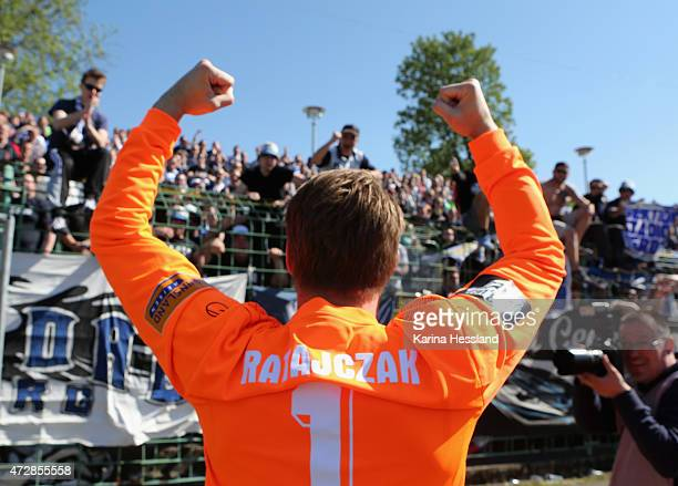 Goalkeeper Michael Ratajczak of Duisburg celebrates the victory with the Fans during the Third League match between FC Rot Weiss Erfurt and MSV...