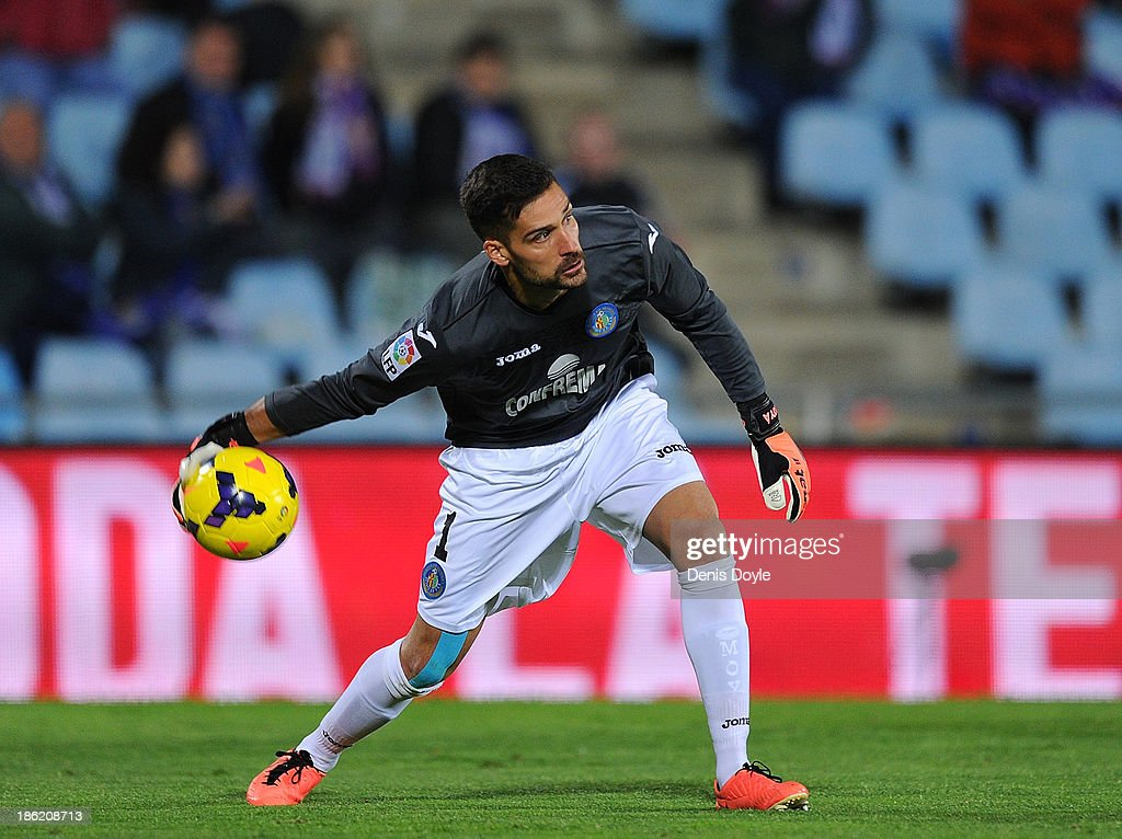 Goalkeeper Miguel Angel Moya of Getafe CF throws the ball during the La Liga match between Getafe CF and Athletic Club at Coliseum Alfonso Perez stadium on October 28, 2013 in Getafe, Spain.