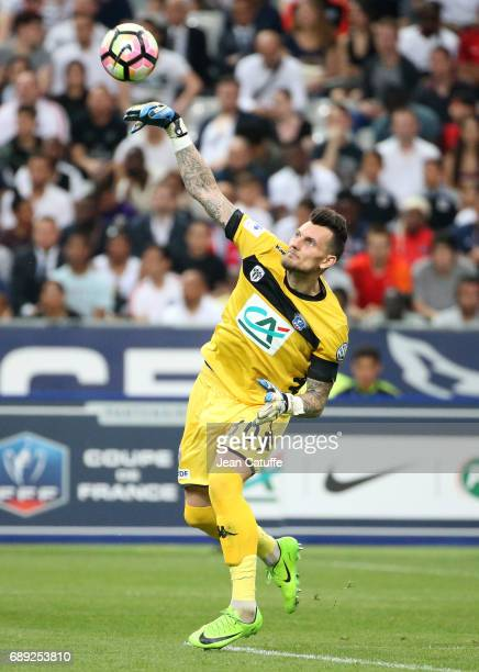 Goalkeeper of Angers Alexandre Letellier during the French Cup final between Paris SaintGermain and SCO Angers at Stade de France on May 27 2017 in...