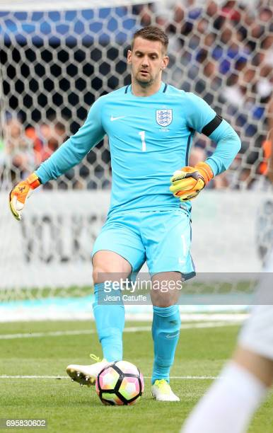 Goalkeeper of England Tom Heaton during the international friendly match between France and England at Stade de France on June 13 2017 in SaintDenis...