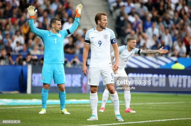 Goalkeeper of England Tom Heaton Harry Kane Kieran Trippier during the international friendly match between France and England at Stade de France on...