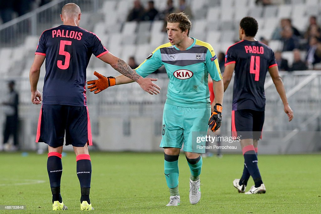 Goalkeeper of FC Girondins de Bordeaux Cedric Carrasso congrats his defender Nicolas Pallois during the Europa League game between FC Girondins de Bordeaux and Liverpool FC at Matmut Atlantique Stadium on September 17, 2015 in Bordeaux, France.