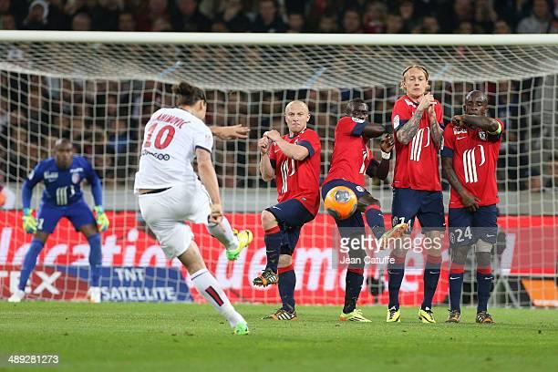 Goalkeeper of Lille Vincent Enyeama Florent Balmont Idrissa Gueye Simon Kjaer and Rio Mavuba of Lille try to stop the shoot of Zlatan Ibrahimovic of...