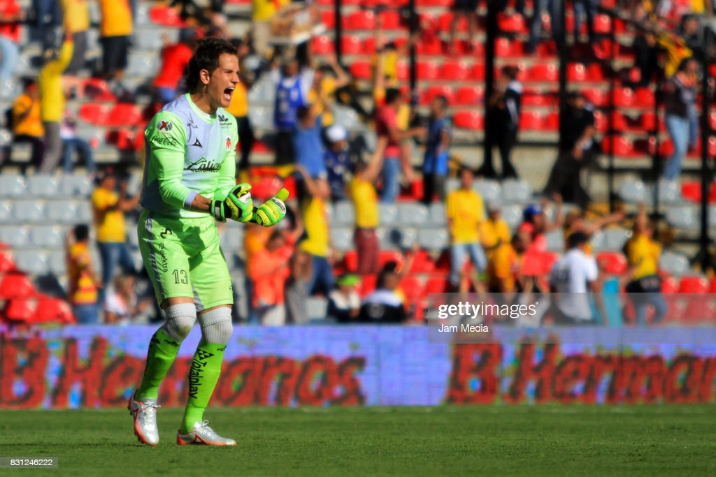 Goalkeeper of Morelia Sebastian Sosa reacts during the 4th round match between Queretaro and Morelia as part of the Torneo Apertura 2017 Liga MX at Corregidora Stadium on August 12, 2017 in Mexico City, Mexico.