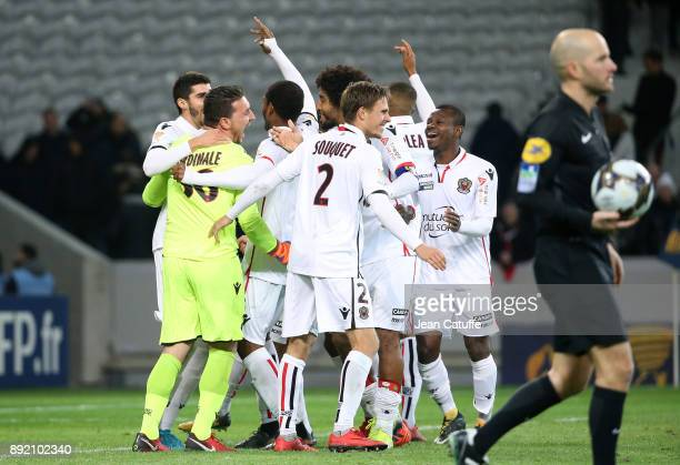 Goalkeeper of OGC Nice Yoan Cardinale celebrates the victory with Arnaud Souquet Bonfim Dante Jean Michael Seri and teammates following the penalty...