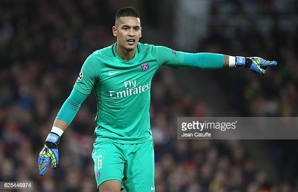Goalkeeper of PSG Alphonse Areola in action during the UEFA Champions League match between Arsenal FC and Paris SaintGermain at Emirates Stadium on...