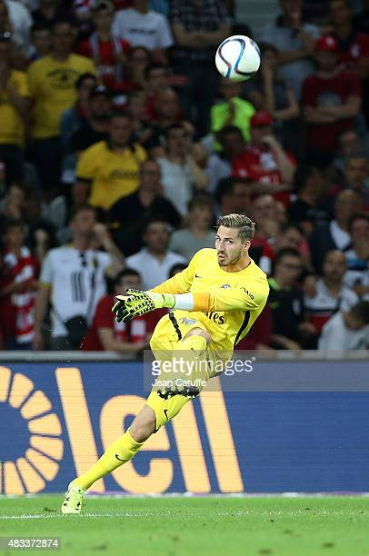 Goalkeeper of PSG Kevin Trapp in action during the French Ligue 1 match between Lille OSC and Paris SaintGermain at Grand Stade Pierre Mauroy on...
