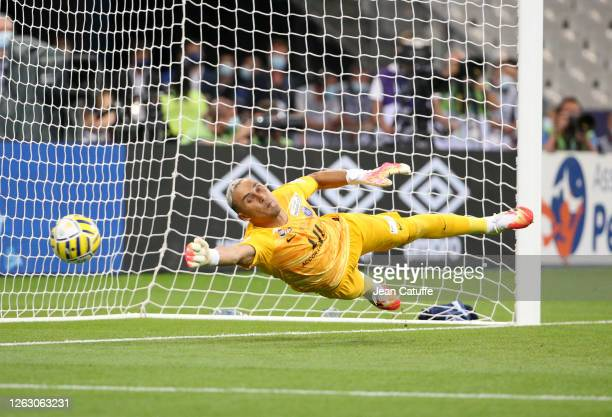 Goalkeeper of PSG Keylor Navas in action during the penalty shootout of the French League Cup final between Paris Saint-Germain and Olympique...