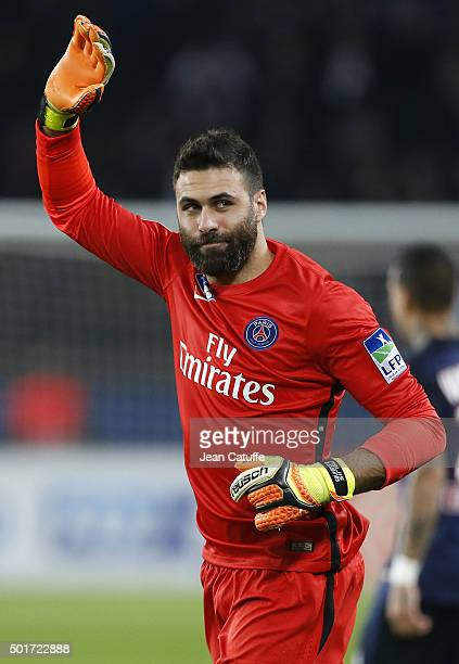 Goalkeeper of PSG Salvatore Sirigu thanks the supporter cheering for him during the French League Cup match between Paris SaintGermain and AS...