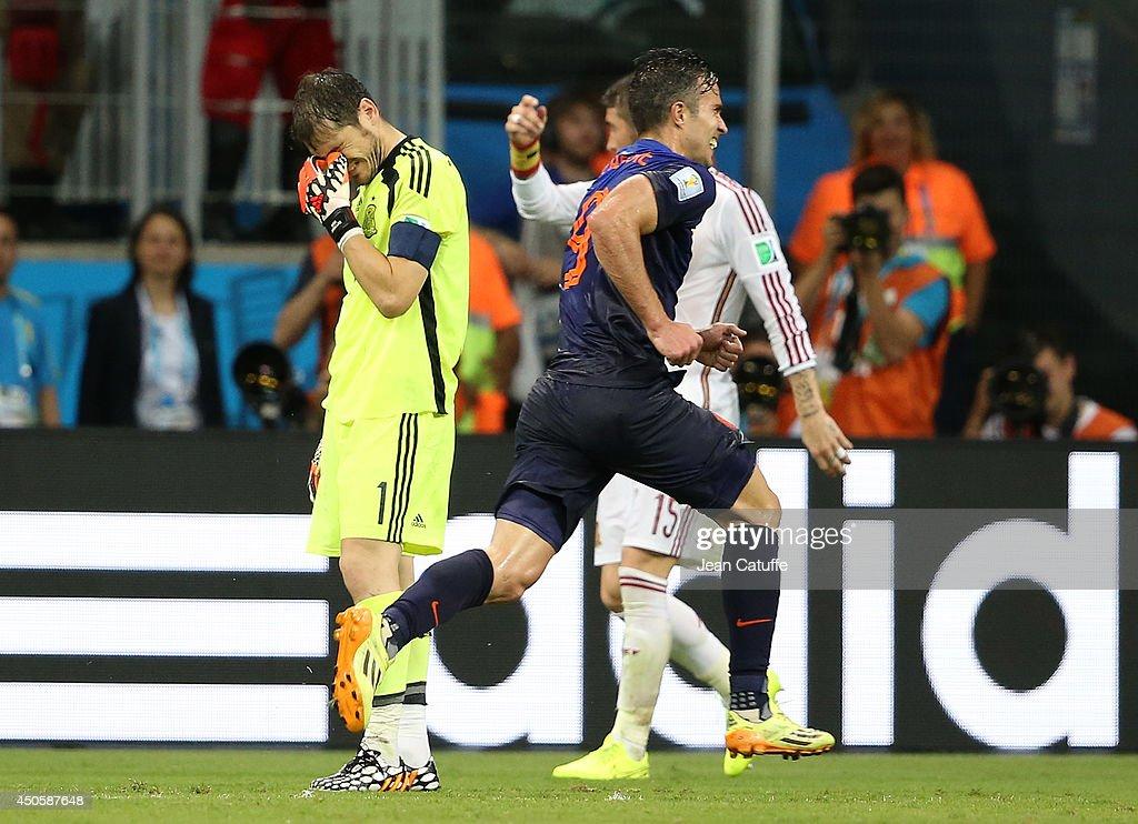 Spain v Netherlands: Group B - 2014 FIFA World Cup Brazil : Photo d'actualité