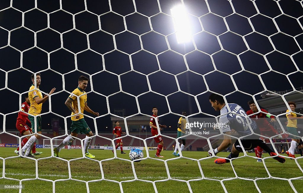 Goalkeeper of Vietnam Phi Minh Long makes a safe during the AFC U-23 Championship Group D match between Vietnam and Australia at Grand Hamad Stadium on January 17, 2016 in Doha, Qatar.