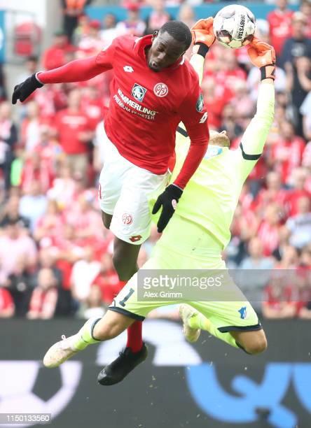 Goalkeeper Oliver Baumann of Hoffenheim is challenged by Jean-Philippe Mateta of Mainz during the Bundesliga match between 1. FSV Mainz 05 and TSG...