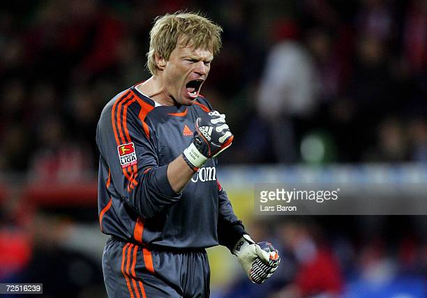 Goalkeeper Oliver Kahn of Munich celebrates the fives goal of Claudio Pizarro during the Bundesliga match between Bayer Leverkusen and Bayern Munich...