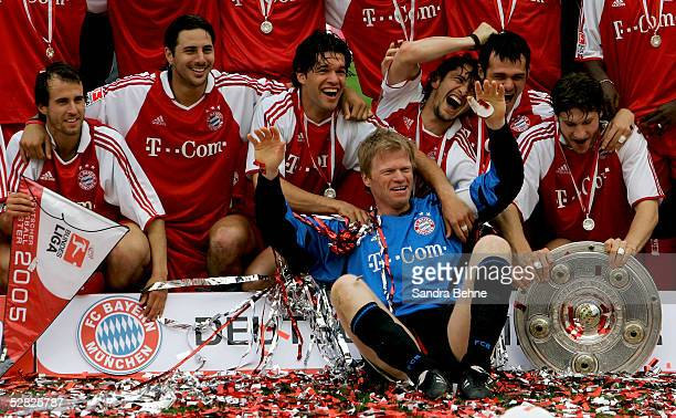 Goalkeeper Oliver Kahn of Munich celebrates winning the trophy with his teamates during the Bundesliga match between FC Bayern Munich and 1FC...