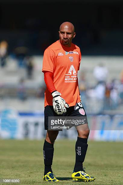 Goalkeeper Oscar Perez in reacts of Necaxa during their match as part of the Apertura 2010 at Olympic Stadium on November 7 2010 in Mexico City Mexico