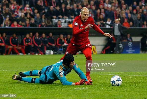 Goalkeeper Petr Cech Of Arsenal Challenges Arjen Robben Of