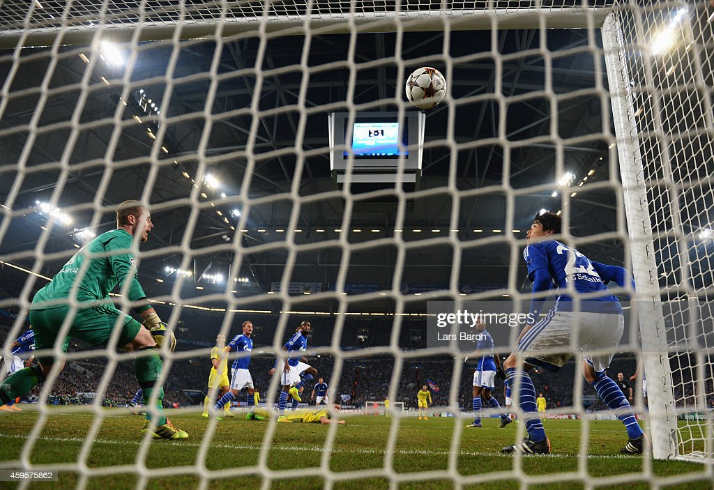 Goalkeeper Ralf Faehrmann (L) and Atsuto Uchida of Schalke (R) look on as Jan Kirchoff of Schalke (obscured) scores an own goal for Chelsea's third during the UEFA Champions League Group G match between FC Schalke 04 and Chelsea FC at Veltins-Arena on November 25, 2014 in Gelsenkirchen, Germany.