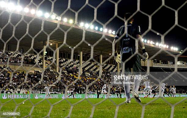 Goalkeeper Roberto of Ponte Preta in action during a match between Vasco da Gama and Ponte Preta as part of Copa do Brasil 2014 at Sao Januario...