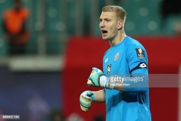 Goalkeeper Robin Zentner of Mainz gestures during the Bundesliga match between RB Leipzig and 1FSV Mainz 05 at Red Bull Arena on December 9 2017 in...