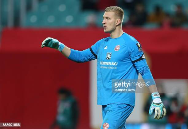 Goalkeeper Robin Zentner of Mainz looks on during the Bundesliga match between RB Leipzig and 1FSV Mainz 05 at Red Bull Arena on December 9 2017 in...