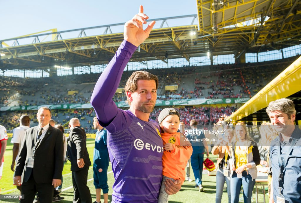 Goalkeeper Roman Weidenfeller of Borussia Dortmund celebrates his official goodbye after the final whistle during the Bundesliga match between Borussia Dortmund and 1. FSV Mainz 05 at the Signal Iduna Park on May 05, 2018 in Dortmund, Germany.