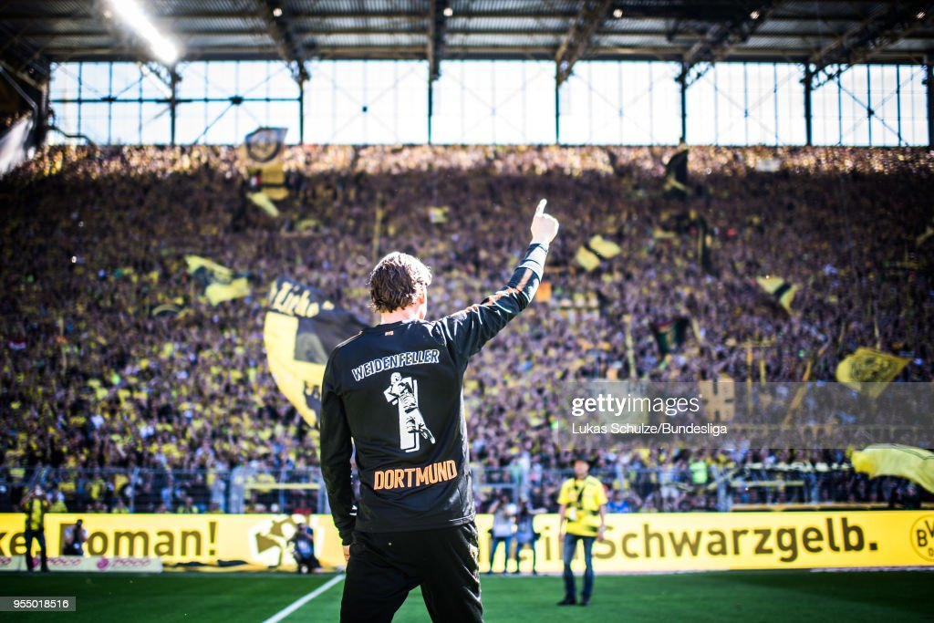 Goalkeeper Roman Weidenfeller of Dortmund celebrates his last home match with fans of the Suedtribuene prior to the Bundesliga match between Borussia Dortmund and 1. FSV Mainz 05 at Signal Iduna Park on May 5, 2018 in Dortmund, Germany.